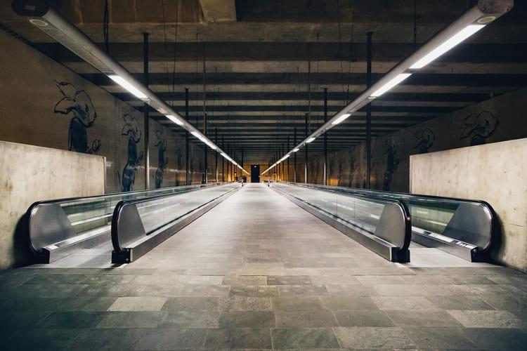 wide-shot-moving-walkways-autowalks (1) (1) (1)